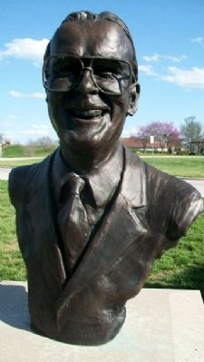 Bust of Lamar Hunt image. Click for full size.