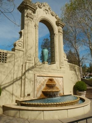 Fountain in the Exerda image. Click for full size.