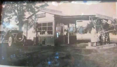 Former Bartlett's Service Station image. Click for full size.