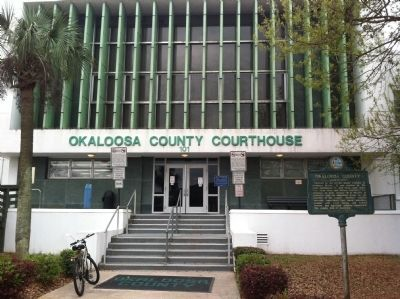 Okaloosa County Courthouse image. Click for full size.