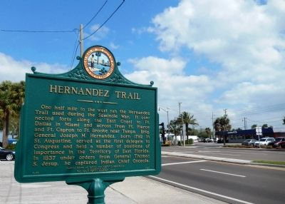 Hernandez Trail Marker (<i>wide view</i>) image. Click for full size.