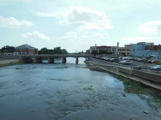 Monroe Street Bridge (<i>looking from west toward the bridge</i>) image. Click for full size.