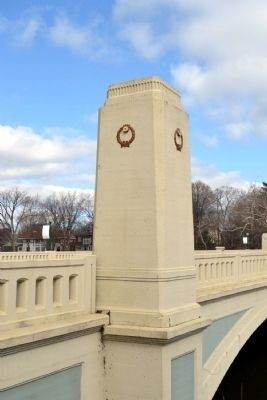 Rear or River Side of Memorial Pillar image. Click for full size.