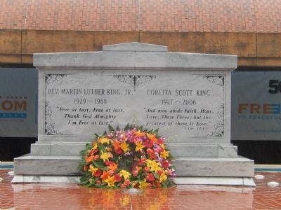 Graves of Rev. Martin Luther King, Jr. & Coretta Scott King image. Click for full size.