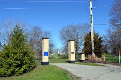 Entrance to Syracuse Cemetery image. Click for full size.
