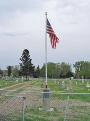 Veterans Memorial and Flagpole image. Click for full size.