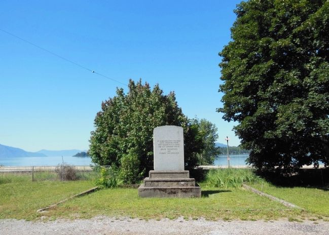 David Thompson & Finnan MacDonald Marker (<i>wide view</i>) image. Click for full size.