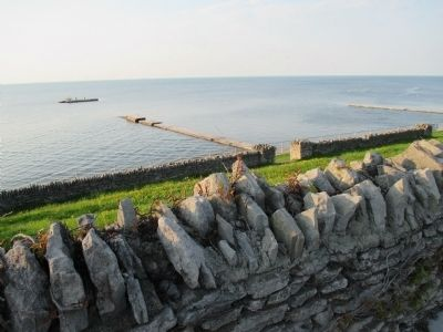 Olcott Beach Terraces and old Piers image. Click for full size.