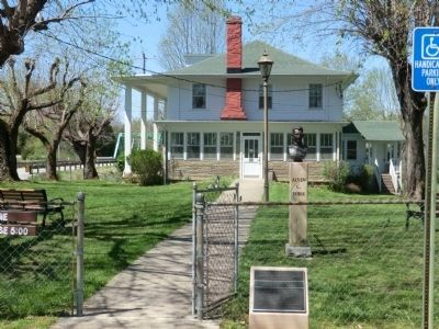 Alvin and Gracie York's Home and Historic Marker image. Click for full size.