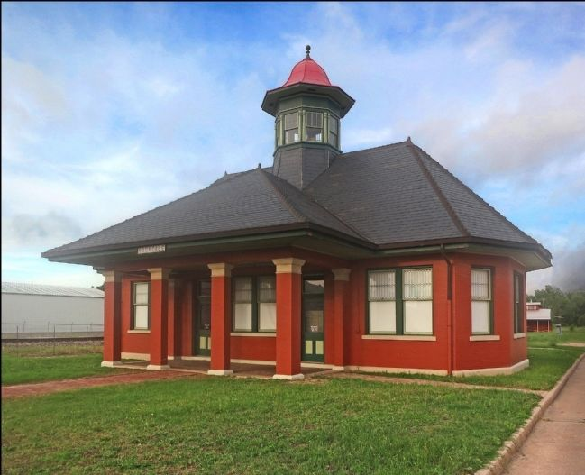 International & Great Northern Railroad Passenger Depot image. Click for full size.