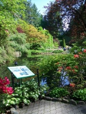 The Sunken Garden Lake and Marker image. Click for full size.