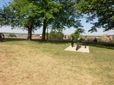 Naval Battle of Memphis, Cannon overlooking the bluff image. Click for full size.
