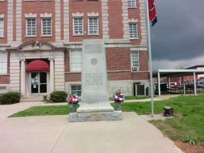 World War I Veterans Memorial-Courthouse Lawn image. Click for full size.