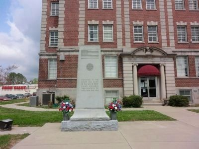 World War II Veterans Memorial-Courthouse Lawn image. Click for full size.