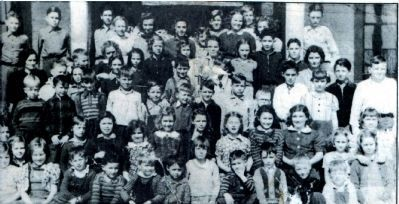 Old Lyons school student body, image. Click for full size.