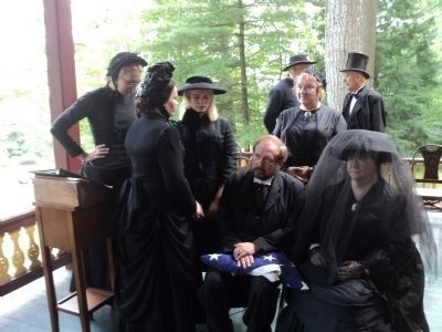 Mourners at Grant Cottage image. Click for full size.