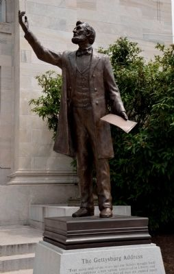 Gettysburg Address Memorial and Abraham Lincoln Statue image. Click for full size.