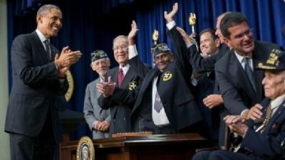 65th Infantry Regiment, The <i>Borinqueneers</i> receiving Congressional Gold Medal image. Click for full size.