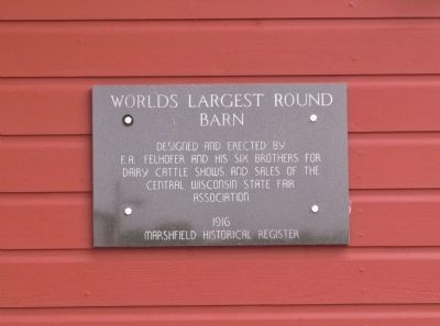 World's Largest Round Barn Marker image. Click for full size.