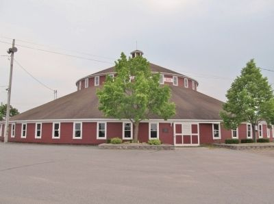 World's Largest Round Barn image. Click for full size.
