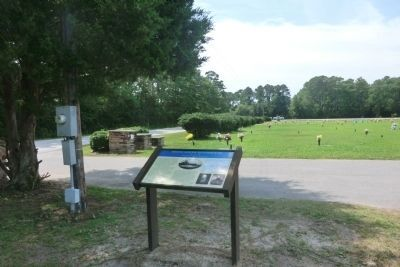 Bogue Sound Blockhouse-Gethsemane Cemetery Entrance image. Click for full size.