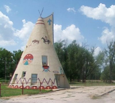Former Tee Pee Service Station image. Click for full size.