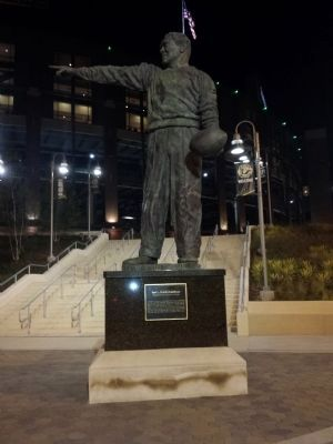 Earl L. (Curly) Lambeau Statue image. Click for full size.