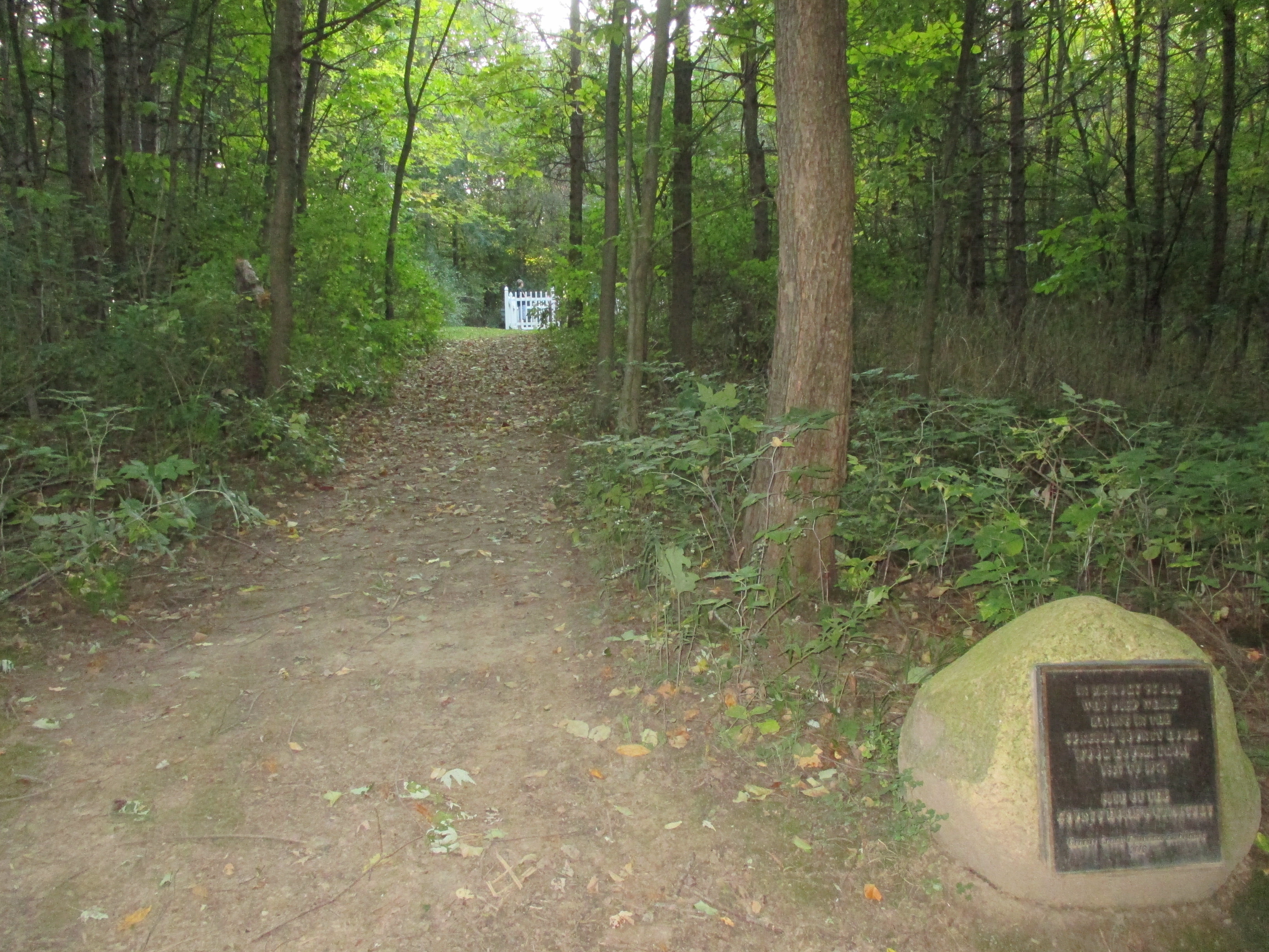 Poor House Cemetery Side Trail and Memorial
