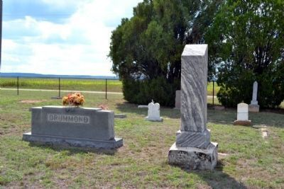 Headstone of Helen Drummond (right) image. Click for full size.
