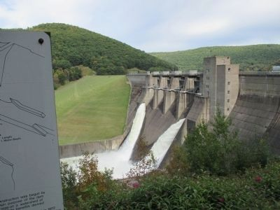 Kinzua Dam and Marker image. Click for full size.