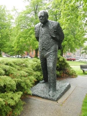 Statue of Churchill in front of the library. image. Click for full size.