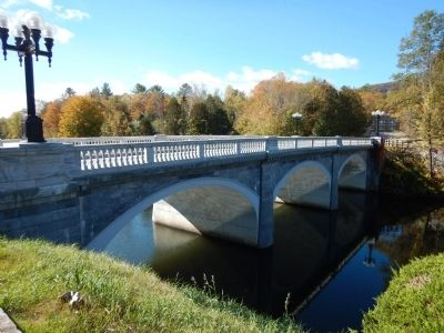 Marble Arch Bridge spanning Otter Creek image. Click for full size.