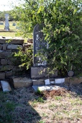 Burial Place of Hugh Martin Childress, Sr. image. Click for full size.