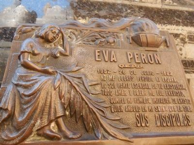"""Don't cry for me"" marker on Evita's tomb image. Click for full size."