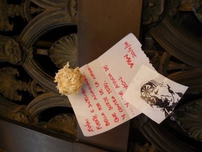 Letter pinned to Evita's tomb image. Click for full size.