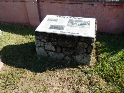 Chain Gangs Marker (<i>view showing stone base</i>) image. Click for full size.