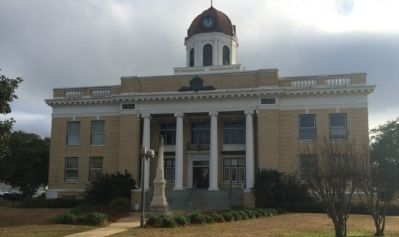 Gadsden County Courthouse & Civil War Monument image. Click for full size.