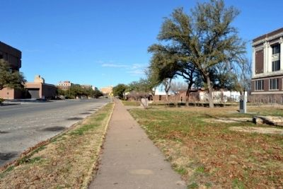 View to North Along Oak Street image. Click for full size.