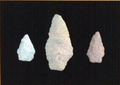 Spear points<br>Archaeic Period<br>(7500-1000 BC) image. Click for full size.