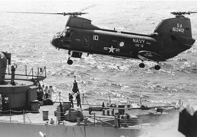 "UH-46D ""Sea Knight"" helicopter image. Click for full size."
