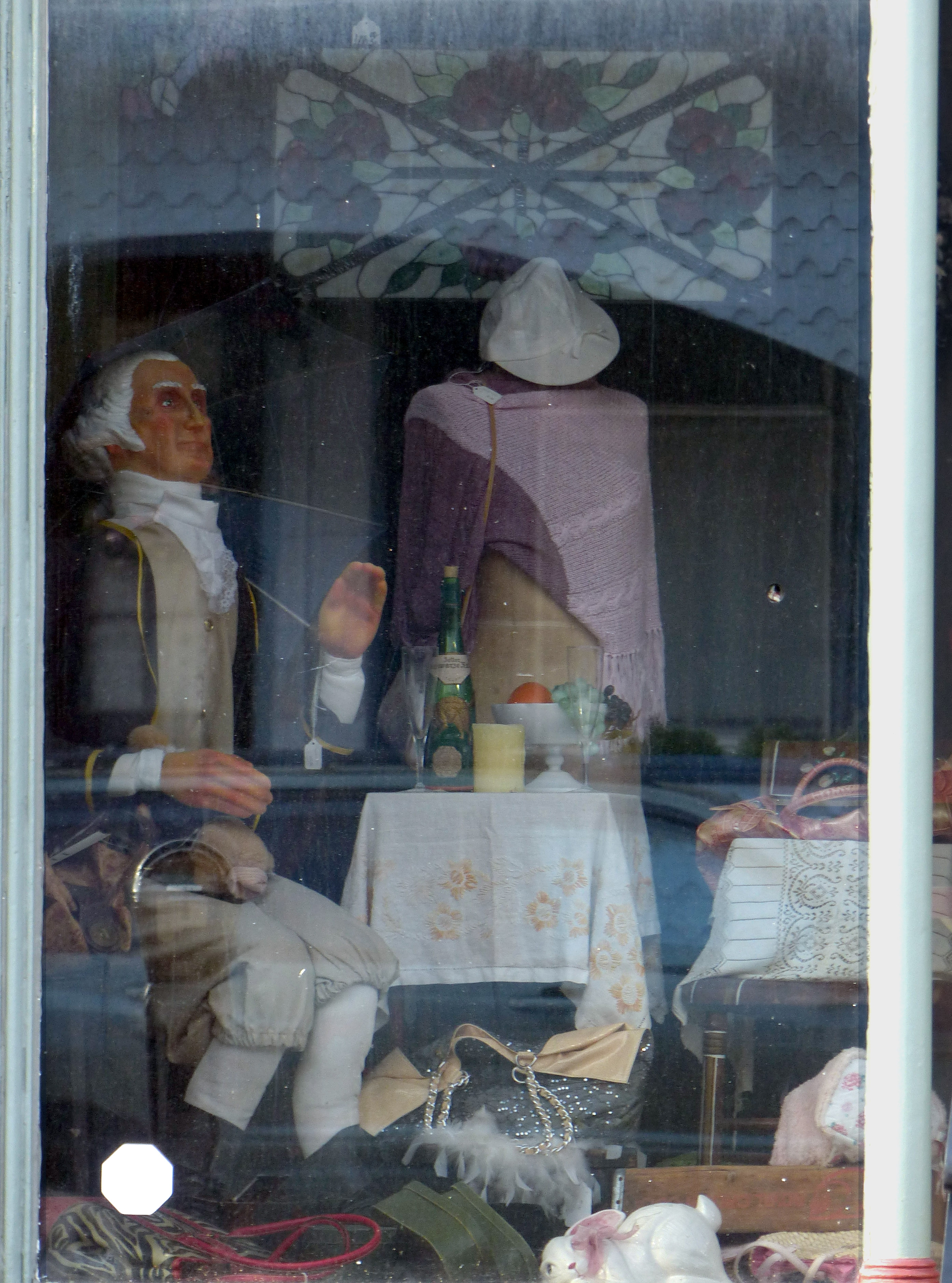 George Washington<br>Waves from the window<br>of the Cherry Tree Shoppe