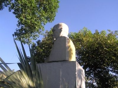 Bust of Justo Rufino Barrios image. Click for full size.