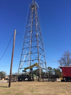 Similar oil derrick used at First Oil Well in Alabama image. Click for full size.