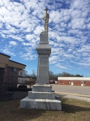 Full front view of Civil War monument. image. Click for full size.