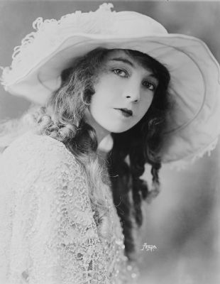 Actress Lillian Gish image. Click for full size.