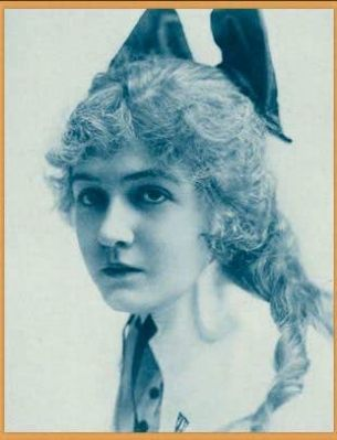 Publicity photo of Dorothy Gish from Stars of the Photoplay image. Click for full size.
