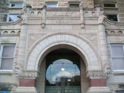 Riley County Courthouse Entrance image. Click for full size.