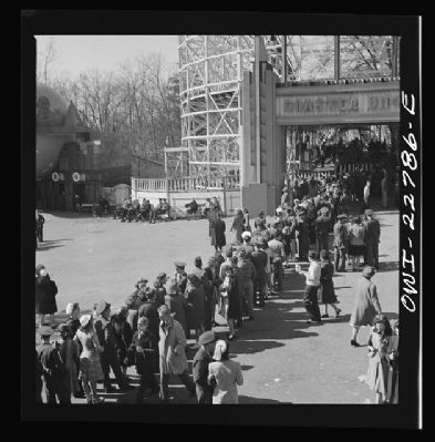 Long lines at Roller Coasters of Glen Echo image. Click for full size.