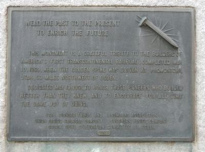 An additional plaque on the monument image. Click for full size.