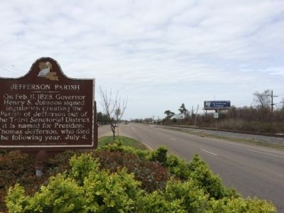 Jefferson Parish Marker looking northerly on Belle Chasse Highway. image. Click for full size.